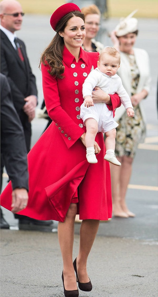 Kate-Middleton-royal-tour-Catherine-Walker