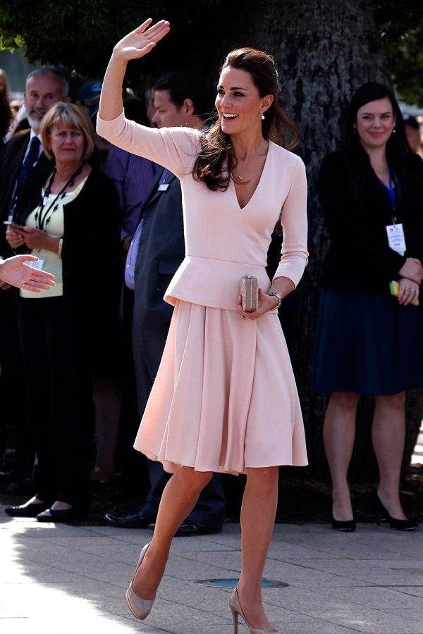 kate-middleton-roal-tour-alexander-mcqueen