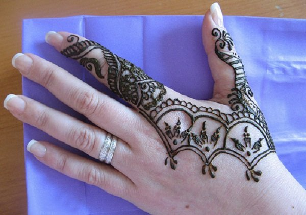Simple Mehendi Designs for index finger. 32 Simple and Easy Mehndi Designs For Beginners Step By Step