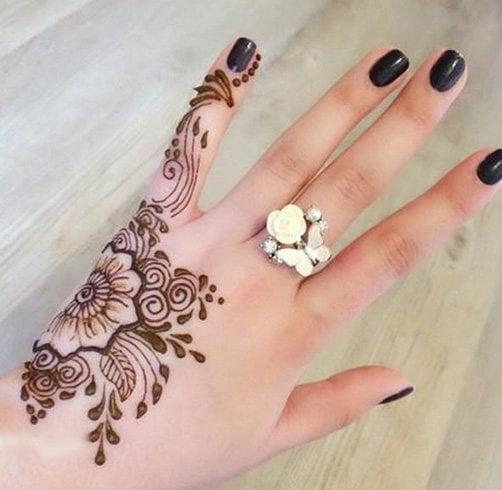 Mehandi Design Simple on finger