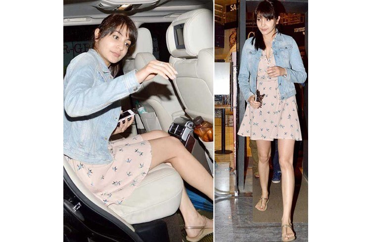 Anushka plane fashion