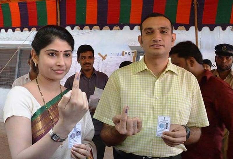smita sabharwal husband ips akun sabbarwal