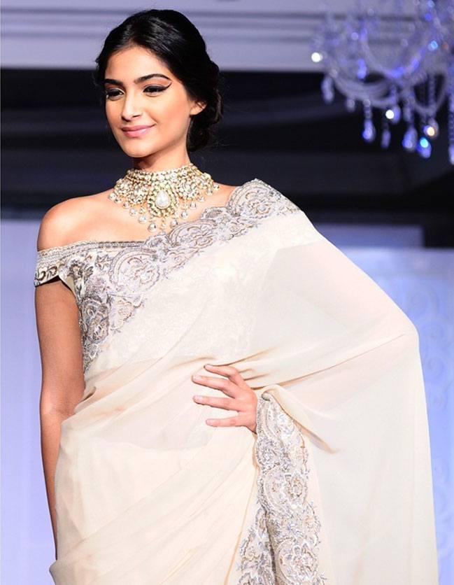 Sonam Kapoor in Suneet Verma Saree at India Jems Jewelry Fairy