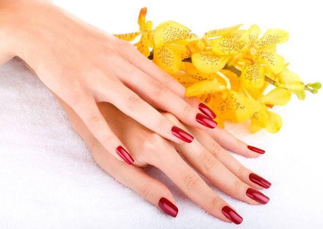 Wie Sie Ihre Nägel wie Pro malen: DIY Saloon Style Nagellack Tutorial