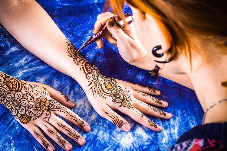 How to Apply Henna Mehndi Designs