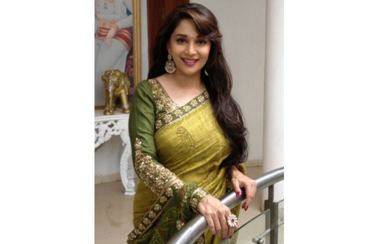 Madhuri Dixit Hairstyles in Saree