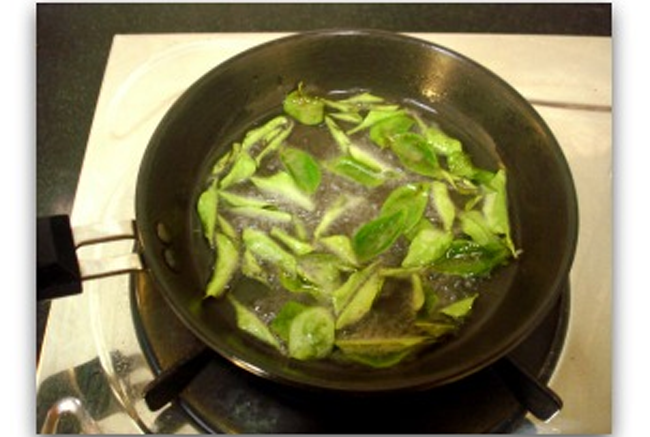 Coconut-Oil-and-Curry-Leaves-