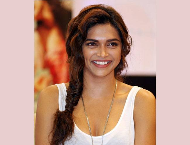 Sensational 7 Deepika Padukone Hairstyles For Western Outfits Hairstyle Inspiration Daily Dogsangcom