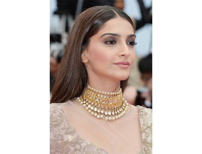 Sonam kapoor statement necklace