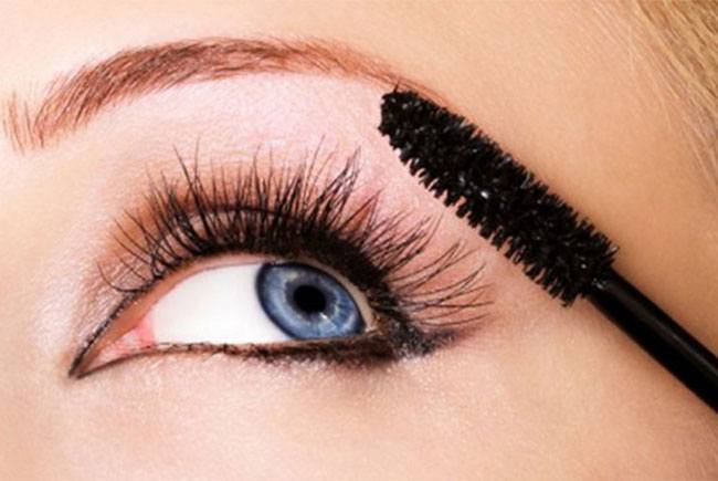 Highlight Your Eyes Using Mascara