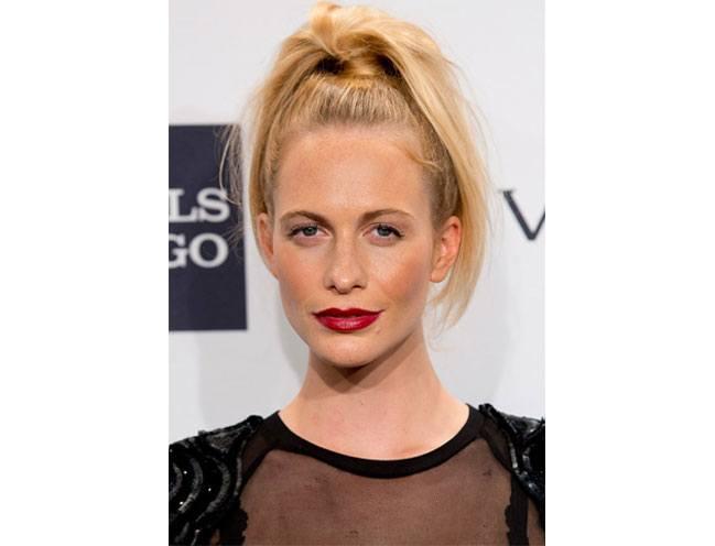 Poppy Delevingnes pretty high ponytail