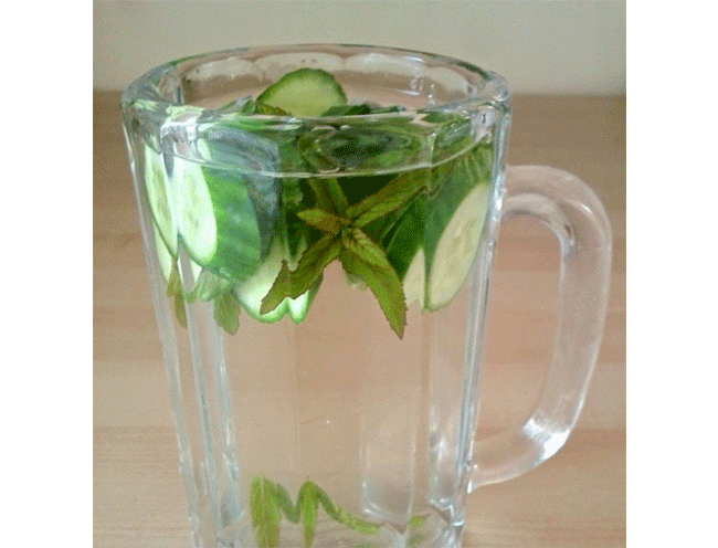 Use Cucumber As a Refreshing Face Splash