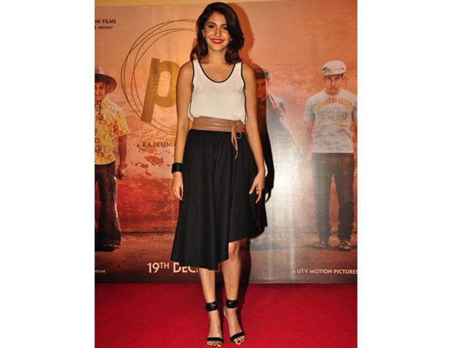 Anushka-Sharma-At-PK-Trailer-Launch-in-an-asymmetrical-skirt-from-The-Circus