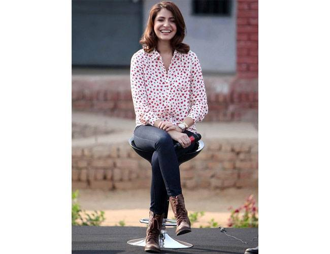 Anushka-Sharma-in-Marks-_-Spencer-separates