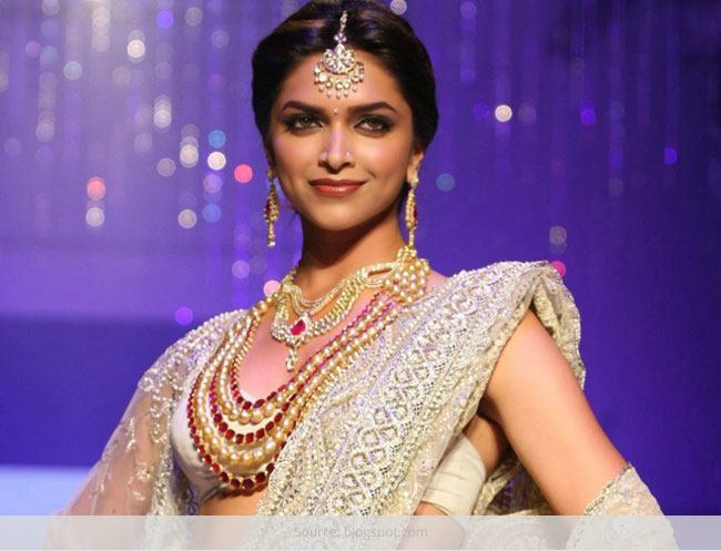 Top 5 Fashion Statements That Suit Only Indian Women