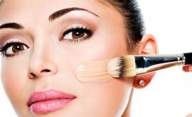Golden Tips from Celebrity Makeup Artists on Foundation