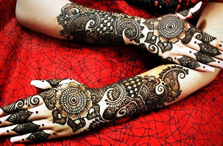 Mind Blowing Bridal Mehendi Designs
