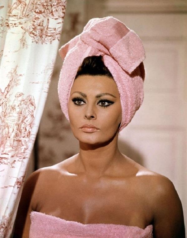 Sophia Loren Oilve Oil Bath Vintage
