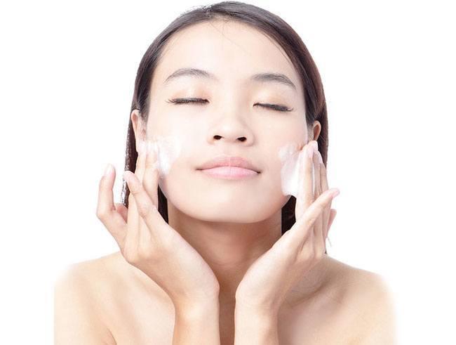 Wasche dein Gesicht auf die richtige Weise