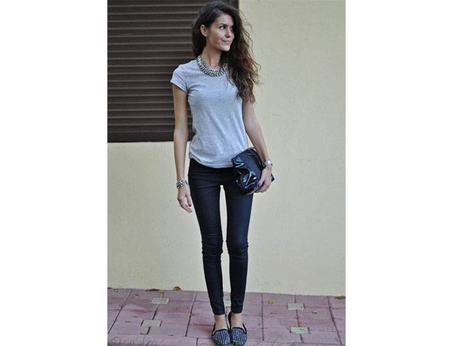 plain tee shirt with jeans