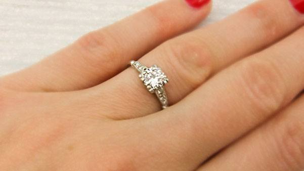 What Engagement Rings Look Good On Small Hands
