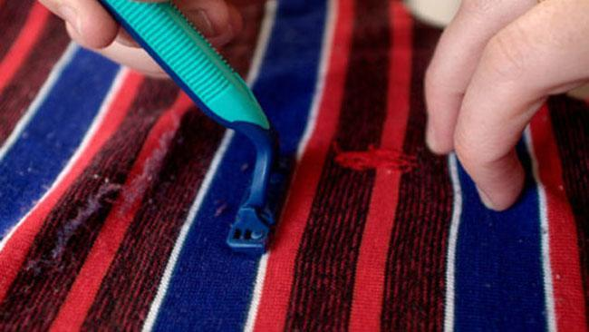 Use a razor to remove bobbling on clothes