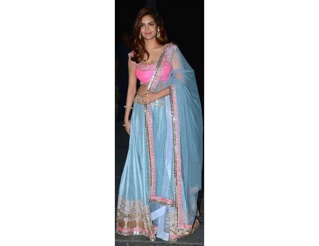 Esha-Gupta-At-Tulsi-Kumar-Hitesh-Ralhan-Wedding-Reception