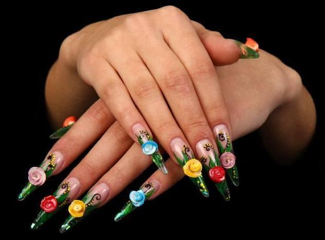 Wie man Blumen-Nagel-Kunst-Entwürfe macht