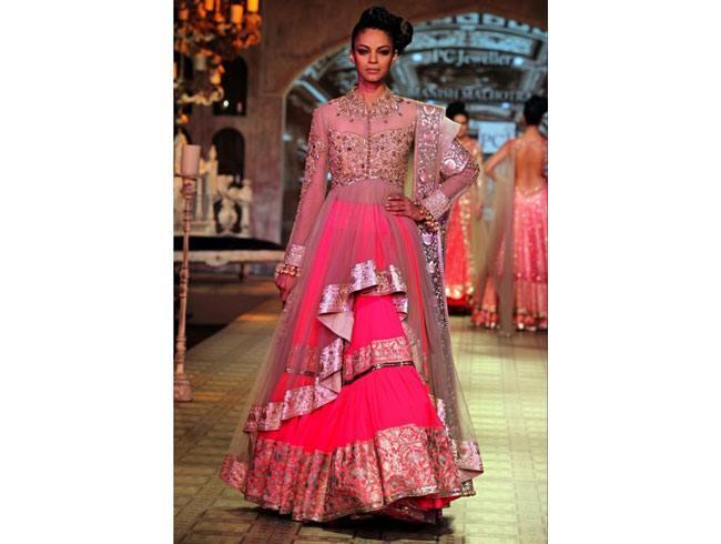 mehndi function dress code