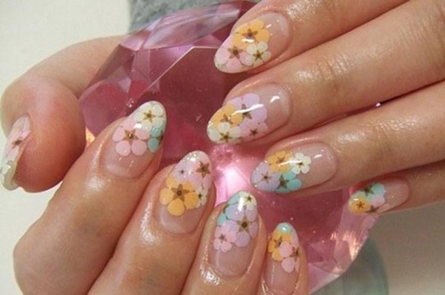 Nail Art Pastel Flowers