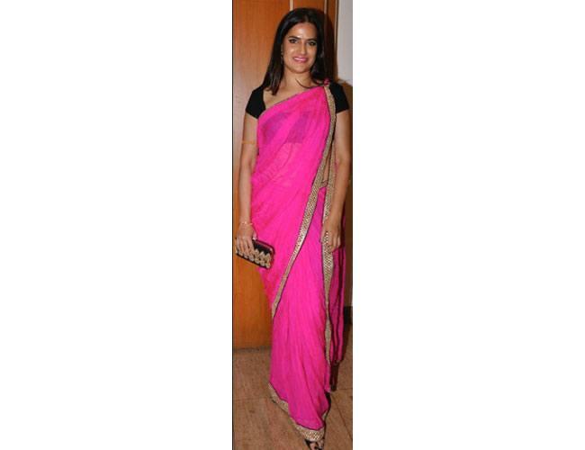 Sona-Mohapatra-In-Sunaina-Sood-At-Tulsi-Kumar-Hitesh-Ralhan-Wedding-Reception