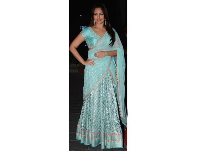 Sonakshi-Sinha-In-Anita-Dongre-At-Tulsi-Kumar-Hitesh-Ralhan-Wedding-Reception