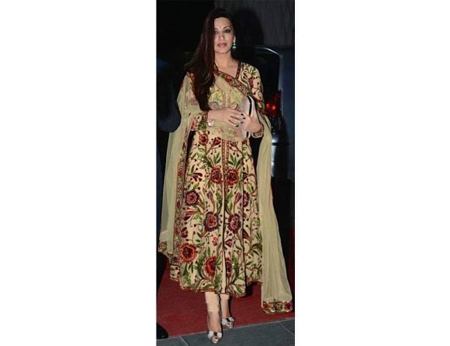 Sonali-Bendre-At-Tulsi-Kumar-Hitesh-Ralhan-Wedding-Reception