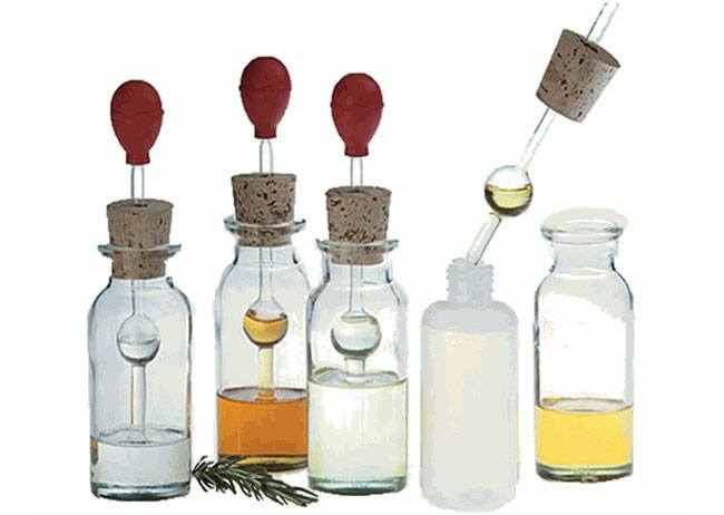 custom scent by mixing a few oils