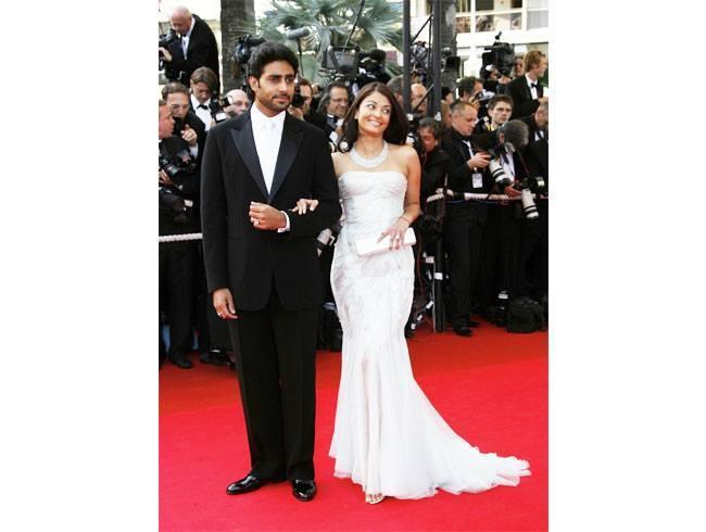 Aishwarya Rai and Abhishek Bachchan Celebrate Their 8th Wedding Anniversary! (3)