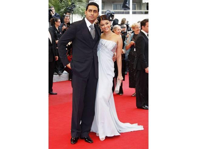 Aishwarya Rai and Abhishek Bachchan Celebrate Their 8th Wedding Anniversary! (4)