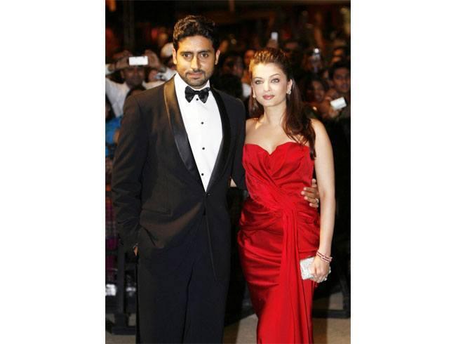 Aishwarya Rai and Abhishek Bachchan Celebrate Their 8th Wedding Anniversary! (5)