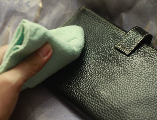 Cleaning of leather accessories