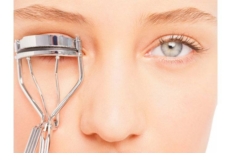 Fight Stress on Your Face Use a Lash Curler