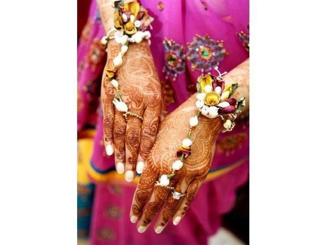 Fresh flower jewellery designs for hand