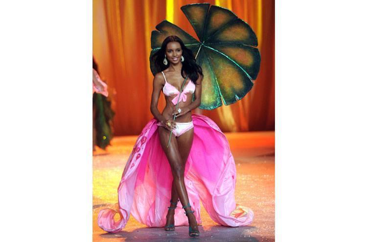 Jasmine Tookes New Victoria Secrets' Angels show