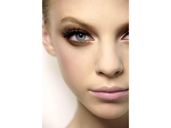 gold eyeshadow for blue eyes