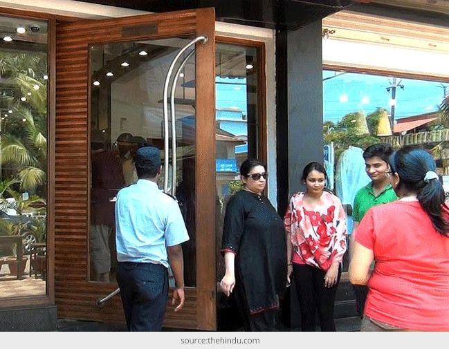 smriti irani - how to find cameras in changin room