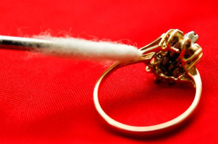 Cleaning Studded Gold jewellery