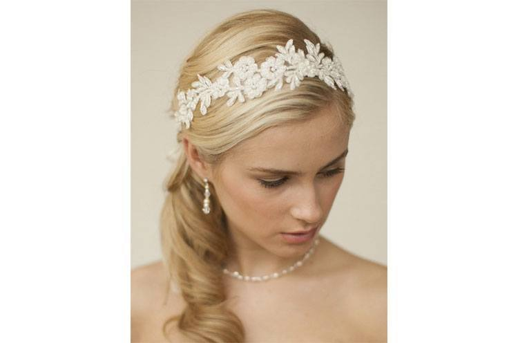 Lace accessories for summer