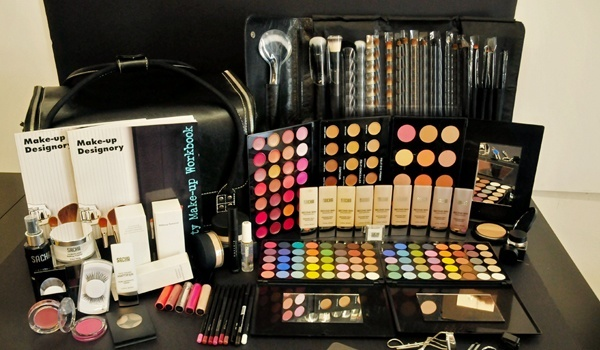 Professional Makeup Kits Why You Should Invest In One