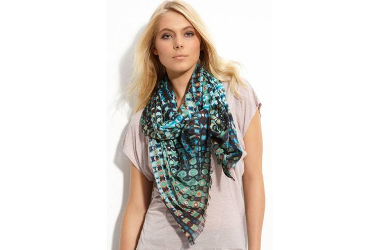 Wear T-Shirts with Scarf