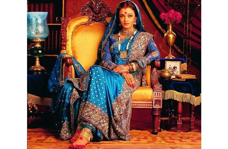 Aishwarya wearing bengali saree in Devdas