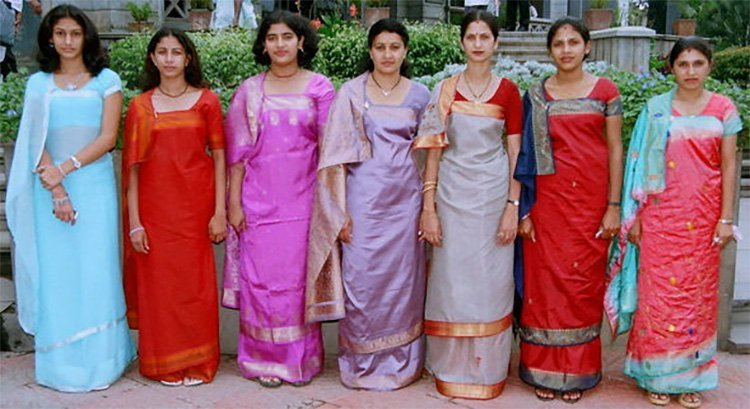 Latest Style of Wearing Saree