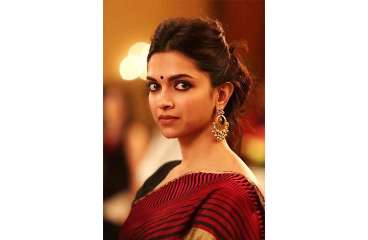 Deepika makeup in Piku Movie
